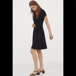 ✨H&M wrap dress with waist tie, size small (NWT) ✨
